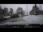 Неожиданно пришла зима..,Autos,,В Зеленограде водителя едва не придавило грузовой «Газелью» после того, как ее опрокинул внедорожник.  Автомобильная авария произошла днем в четверг, 28 ноября, на пересечении Московского проспекта с Никольским проездом. Момент столкновения внедорожника Land Rover с г