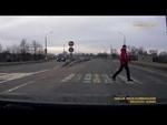 Поблагодарил за доброе дело.,Autos,,Вот такое позитивное видео удалось найти на необъятных просторах интернета. Судя по дате на регистраторе 24 декабря. Место действия неизвестно. Побольше бы таких людей как пешеход и тем более как автор!