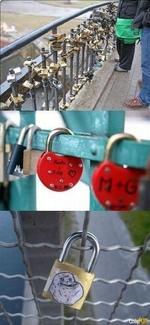 замок на мосту как символ любви - forever alone
