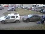 В Петрозаводске мужчина зверски избил соседа за неправильную парковку,People,,Медики зафиксировали у пострадавшего открытую черепно-мозговую травму и отек головного мозга.   Драка из-за парковки едва не закончилась гибелью одного из участников. По словам жены пострадавшего, Виктории Ермолаевой, она