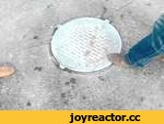 """Подпрыгивающая крышка канализационного люка. Саратов. В конце видео """"разгадка"""".,Autos,,От такая вот фигня бывает с тяжеленными крышками канализационных люков :) В конце видео """"разгадка"""" ;)"""