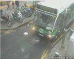 Авария: машина хотела проехать за автобусом и уперлась в стопы