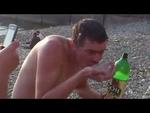 Лёха жрёт медузу СМУ-9 EAT JellyFish on betting dispute with Beer,Comedy,Лёха,жрёт,медузу,на,спор,EAT,JellyFish,on,betting,dispute,with,Beer,СМУ-9,малярка,СМУ-9 малярка. Автор видео ролика Алексей Княгинин из России (с) все авторские его. Загружено для честного информационного использования EAT Jell