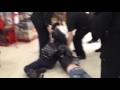 Буйные детки,People & Blogs,,6 января служба безопасности калужского торгового центра задержала двоих детей, разрисовавших магазинный баннер. По словам источника, дети не отреагировали на замечания сотрудников ЧОПа, а наоборот, стали хамить в ответ. После чего охрана задержала хулиганов и попыталась