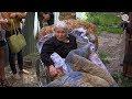 Приставы с автоматами силой выставили ветерана труда из квартиры,News & Politics,открытый канал,саратов,октв,oktv.media,oktv,пенсионерка,ветеран труда,расселение,принудительное выселение,приставы,скорая,энгельс,администрация,8 июня в Энгельсе по решению суда принудительно выселили 81-летнюю ветерана