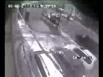 """Toyota Land Cruiser взорвался в центре Владивостока Алеутской,News,,по данным портала www.newsvl.ru(с) Внедорожник Toyota Land Cruiser взорвался в центре Владивостока в воскресенье, 6 января. Взрыв прогремел в 14.42 дня в припаркованном около магазина """"Престиж"""" по адресу ул. Алеутская, 52 автомобил"""