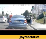 Showdown at the traffic lights Разборки на светофоре,Autos,,The video is hard to see, but he caught a pedestrian. On the remark of a pedestrian, the driver of Skoda decided to give it a nose)) Then pedestrian punched him in the mirror (in this case threatens to call the traffic police). But the driv