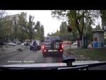 Сбили милиционера!,Autos,,Вчера утром в Одессе, на перекрестке улиц Терешковой и ГАйдара водитель внедорожника сбил пешехода. Как сообщают очевидцы в социальных сетях, пострадавшим оказался милиционер, который буквально шагнул под колеса автомобиля, который двигался на разрешающий сигнал светофора.